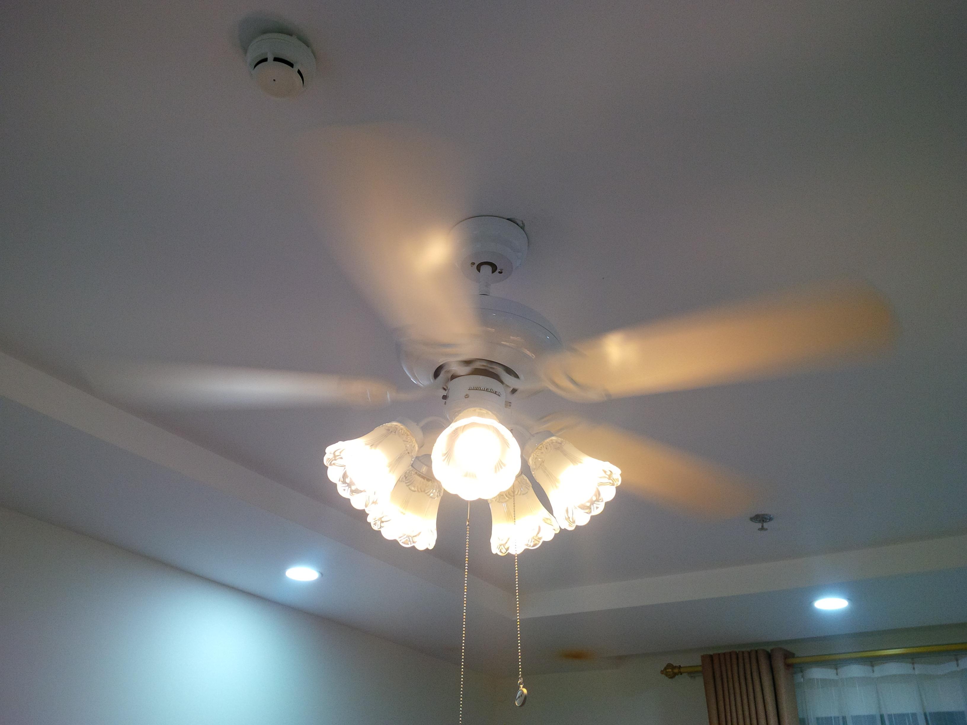 quạt trần có đèn trang trí 004A màu trắng