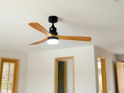 Quạt trần Akmani LED 3 cánh gỗ tự nhiên màu Caramel 52HM5209LED